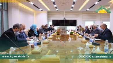 Photo of مؤسسة النفط تبحث مع وزارة العمل تنفيذ مشاريع صغرى ومتوسطة