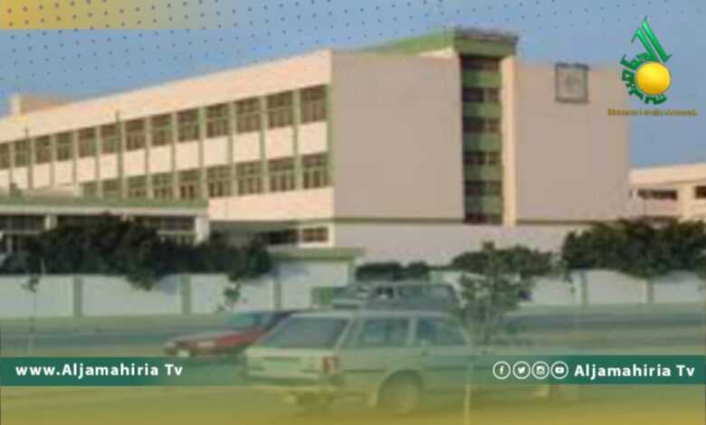 رئيس المجلس التسييري في طبرق يطالب بوقف الدراسة لمدة أسبوع بمدرستين