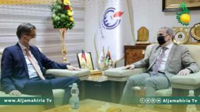 Photo of صنع الله يناقش مع السفير الألماني لدى ليبيا أوليفر أوفتشا سبل التعاون المشترك بين مؤسسة النفط والشركات الألمانية