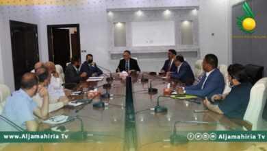 Photo of الحويج يجتمع بالشركات والمصانع في بنغازي ويؤكد المعاملة بالمثل مع الدول التي تقفل أسواقها أمام المنتجات الليبية