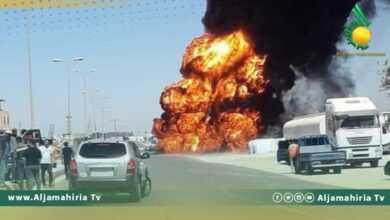 Photo of السنة النيران تلتهم شاحنة لنقل الوقود بالقرب من الإشارة الضوئية الحرشة بالزاوية