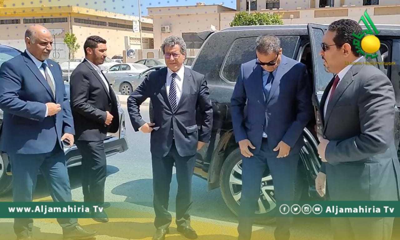 عدد من وزراء حكومة الوحدة في زيارة