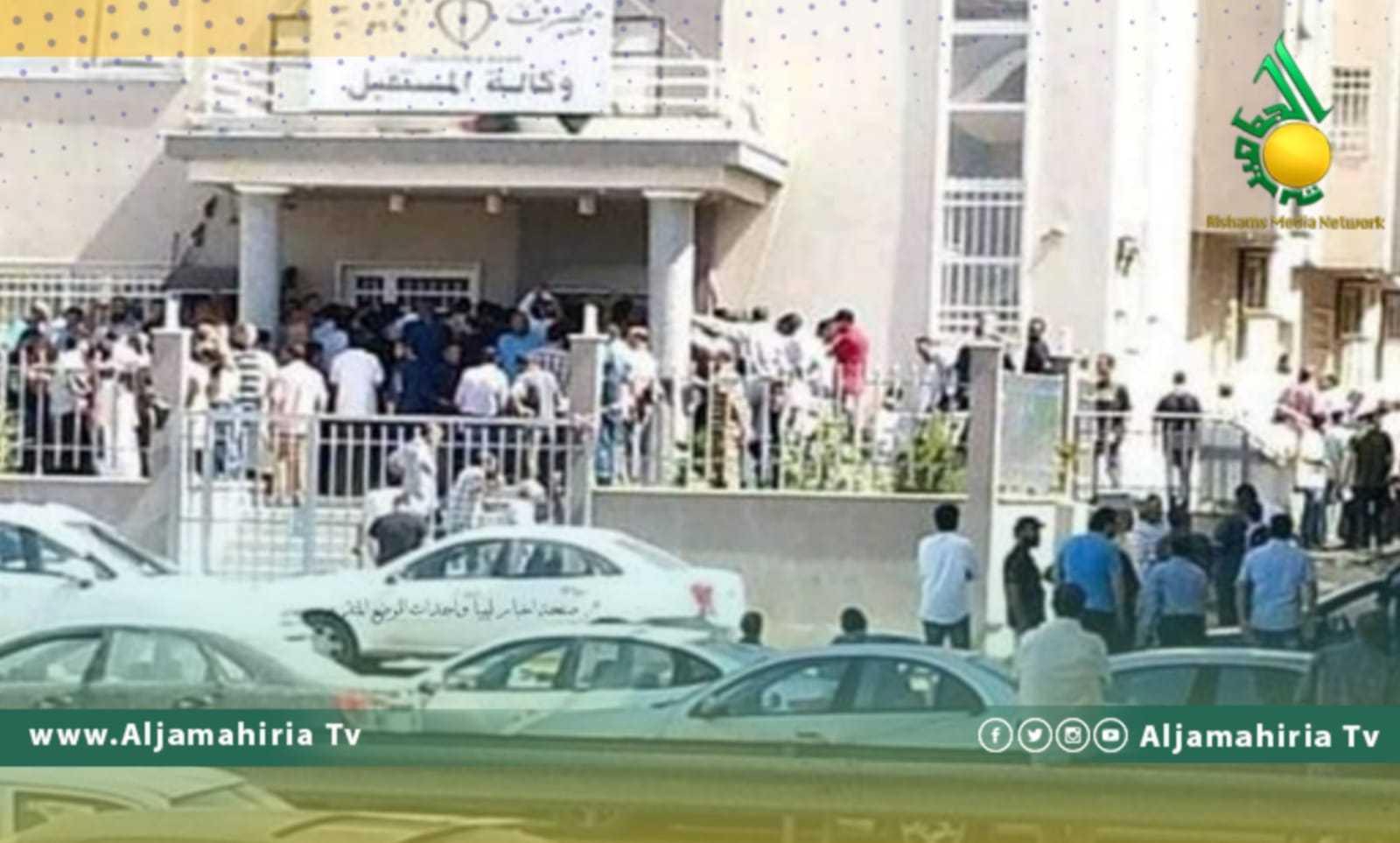 ازدحام أمام المصارف في طرابلس