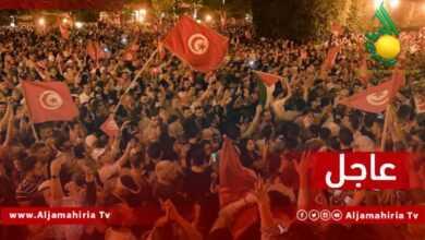 Photo of عاجل| مصادر إعلامية: المواطنون في الشارع التونسي يخرجون للشوارع احتفالا بقرارات الرئيس